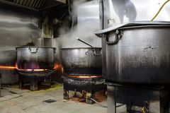 A Real Grungy Dirty Restaurant Industrial & Commercial Kitchen e royalty free stock photo