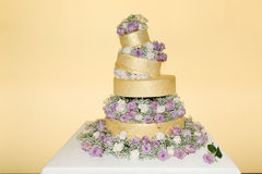 Real Roses Decoration - Golden Wedding Cake Stock Images