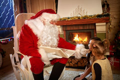 Real Santa Claus talking with children stock photography