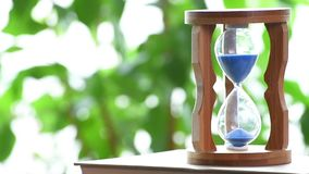 Real time. An hourglass.