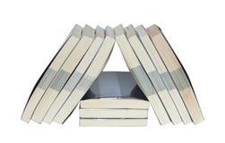 Reale Bücher ordnen im Dreieck an Lizenzfreies Stockbild
