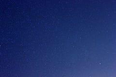 Reale Sterne im nächtlichen Himmel stockbilder