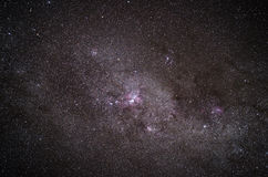 Realer Schuß einer Galaxie im nächtlichen Himmel Stockfotografie