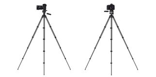 Realistic professional photo camera DSLR on tripod Royalty Free Stock Photos