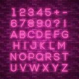Realistisch neonalfabet Heldere neon gloeiende doopvont Royalty-vrije Stock Foto's