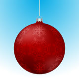 Realistische 3D rode Kerstmisbal met witte bezinningen Stock Afbeelding