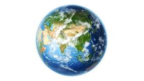 Realistische Erde, die auf Weiß (Schleife, sich dreht) stock video