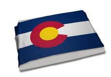 Realistische Flagge, welche die Form von Colorado (Reihen, umfasst) Stockbild