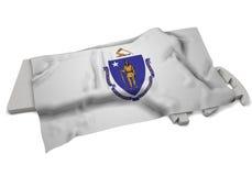 Realistische Flagge, welche die Form von Massachusetts (Reihen, umfasst) Lizenzfreie Stockfotografie