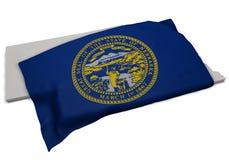 Realistische Flagge, welche die Form von Nebraska (Reihen, umfasst) Lizenzfreie Stockbilder