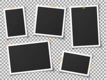 Realistische fotokaders Uitstekend leeg foto'skader met plakband Beelden op muur, retro geheugenalbum Vector stock illustratie