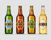 Realistische grüne, braune, gelbe und weiße Glasbierflaschen Stockfotos