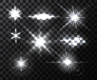 Realistische helle Blendenfleckstrahlen und -blitze auf transparentem Hintergrund Lizenzfreies Stockfoto