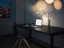 Realistische laptop op een donkere lijst onder de lamp in donkere ruimte, het 3d teruggeven Stock Illustratie
