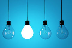 Realistische lightbulbs op blauwe achtergrond in het 3D teruggeven royalty-vrije stock fotografie