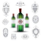 Realistische onechte omhoog groene fles drie wijn en reeks silhouetetiketten op witte achtergrond Royalty-vrije Stock Afbeeldingen