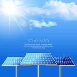 Realistische Vektorillustration von Solarbatterien auf cloudscape Stockbilder