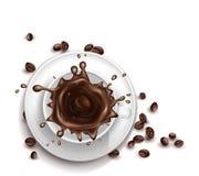 Realistischer Tasse Kaffee des Vektors 3d mit dem Spritzen Stockbilder