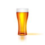 Realistisches getrenntes Glas Bier mit Tropfen Auch im corel abgehobenen Betrag Lizenzfreies Stockfoto