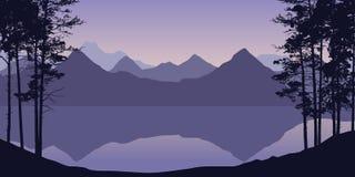 Realistisk illustration av berget och bergigt landskap med skogen och träd, flod eller sjö under purpurfärgad himmel med soluppgå stock illustrationer