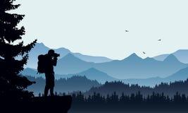 Realistisk illustration av ett berglandskap med barrskogen och fotografer som är turist- med ryggsäcken, under en blå himmel arkivfoton