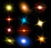 Realistisk ljus ilsken blickgnistrande, viktiguppsättning Samling av härliga ljusa linssignalljus vektor illustrationer