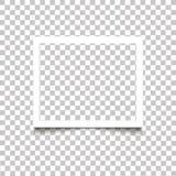 Realistisk tom vit fotoram med skugga på genomskinlig bakgrund Desi för foto för mall för ram för foto för vektorillustration ret arkivfoton
