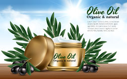 Realistiska guld- kvinnor skorrar kräm för svarta oliv för framsidafilial härlig flaska klädde oljeolivgrönkryddor Utmärkt advert Arkivbilder