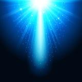 Realistiska magiska glödblått på en mörk bakgrund Små skinande ljus Lyckad designmall abstrakt illustration Royaltyfri Bild