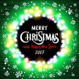 Realistiska ultra gröna färgrika ljusa girlander för glad jul och för lyckligt nytt år 2017 som rund ram på en genomskinlig bakgr Royaltyfria Bilder