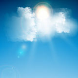 Realistiskt blåttmoln med solen Arkivfoton