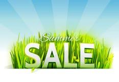 Realistiskt gräs med sommarförsäljningserbjudande Arkivfoton