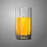 Realistyczny Wektorowy soku pomarańczowego szkło z lodem obraz royalty free