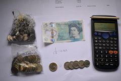 Realização do orçamento com calculadora e taxa de câmbio Imagem de Stock