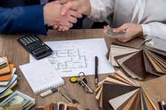 Realización acertada de las transacciones en propiedades inmobiliarias Imagen de archivo libre de regalías