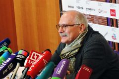 Realizador de cinema Nikita Mikhalkov na imprensa-conferência fotos de stock royalty free