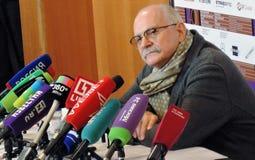Realizador de cinema Nikita Mikhalkov na imprensa-conferência imagens de stock