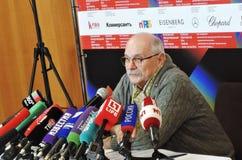 Realizador de cinema Nikita Mikhalkov na imprensa-confer?ncia imagem de stock royalty free