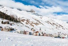 Realp看法在冬天,是接近Andermatt更大的滑雪区域的一个小村庄在瑞士 免版税库存图片