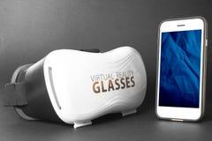 Realtà virtuale VR e telefono Immagine Stock Libera da Diritti