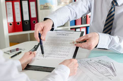 Realtor showing where to sign the real estate contract Royalty Free Stock Images
