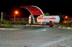 Reaprovisionamiento de combustible con el gas natural Imagen de archivo libre de regalías
