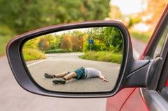 Rearview lustro z mężczyzna uderza samochodem Obraz Stock