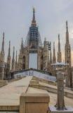 Reastauration di Madonnina, statua santa sul tetto della cattedrale del duomo Fotografia Stock