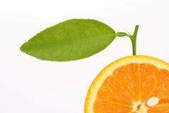 Rebanada anaranjada con la hoja Imagen de archivo libre de regalías