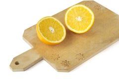 Rebanada anaranjada en el tablero de madera Imagenes de archivo
