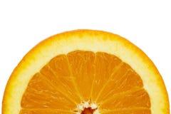 Rebanada anaranjada media en un fondo blanco foto de archivo