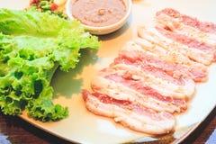 Rebanada cruda del cerdo para la barbacoa, comida japonesa, Yakiniku Imagen de archivo