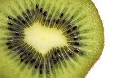 Rebanada de fruta de kiwi fresca aislada en el fondo blanco foto de archivo libre de regalías