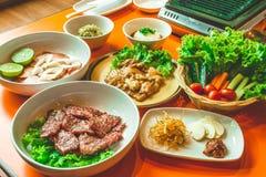 Rebanada de la carne de vaca y del cerdo para la barbacoa, comida japonesa, Yakiniku Fotografía de archivo libre de regalías